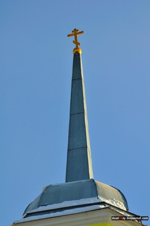 Троицкая церковь. Крест на высоком шпиле - редкое явление.